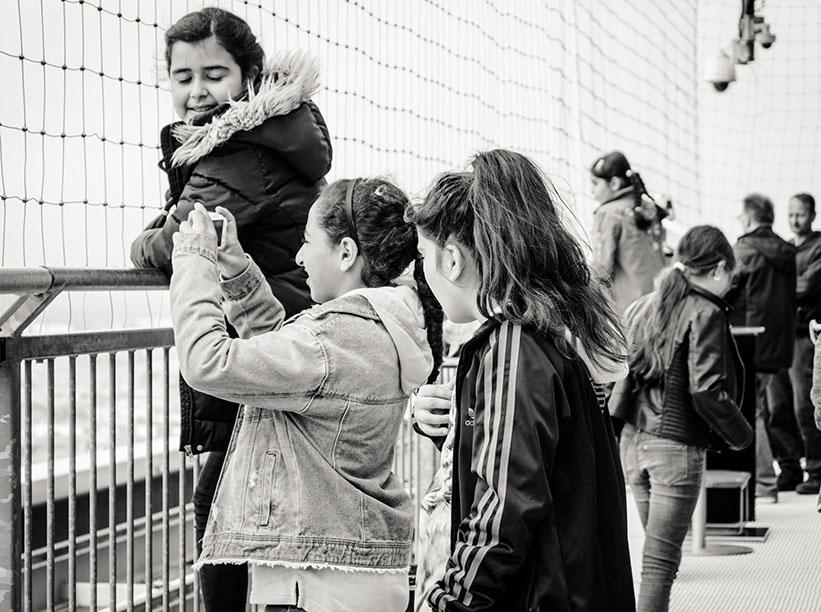 Kinder auf der Dachterasse