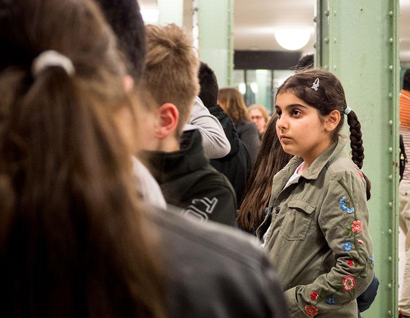 Mädchen im U-Bahnhof
