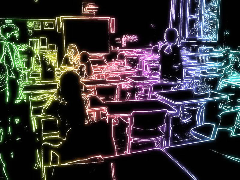 Klassenzimmer mit Neoneffekt