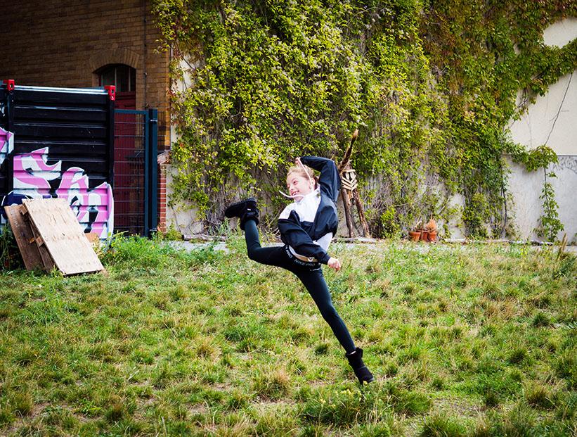Mädchen springt