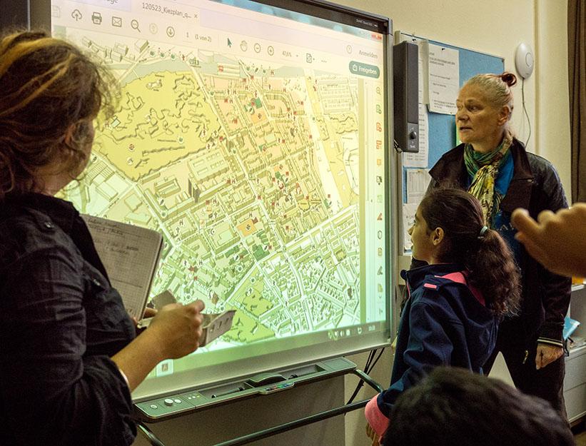 Foto: Plan auf dem Smartboard anschauen