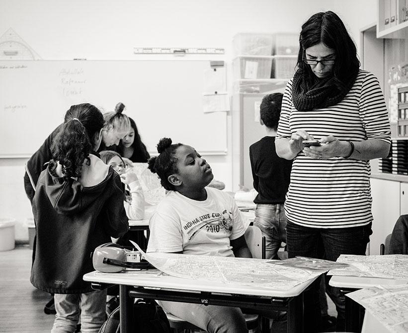sw-Foto: im Klassenraum