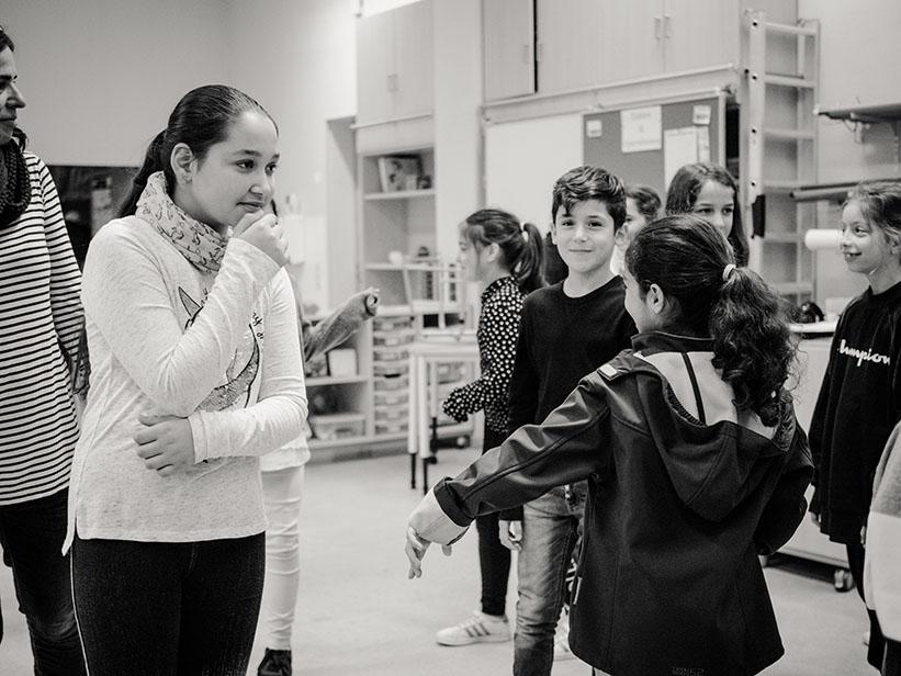 sw-Foto: Kinder im Raum