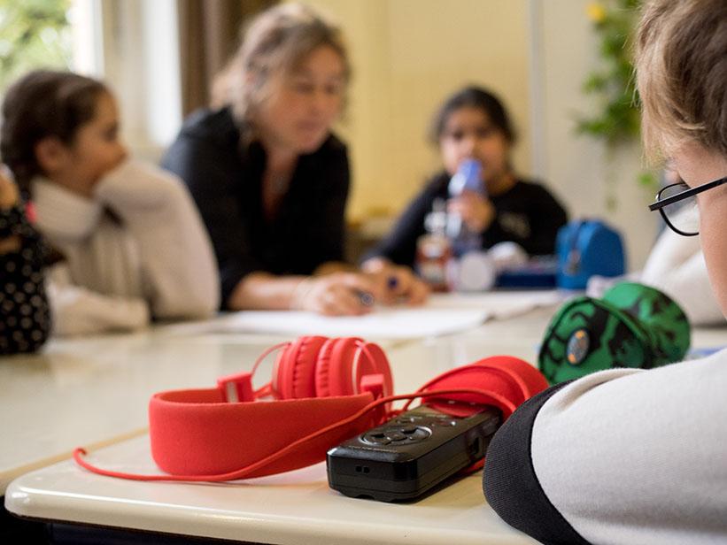 Kopfhörer und Aufnahmegerät