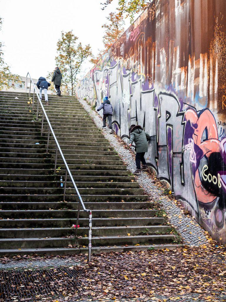 große Treppe draußen