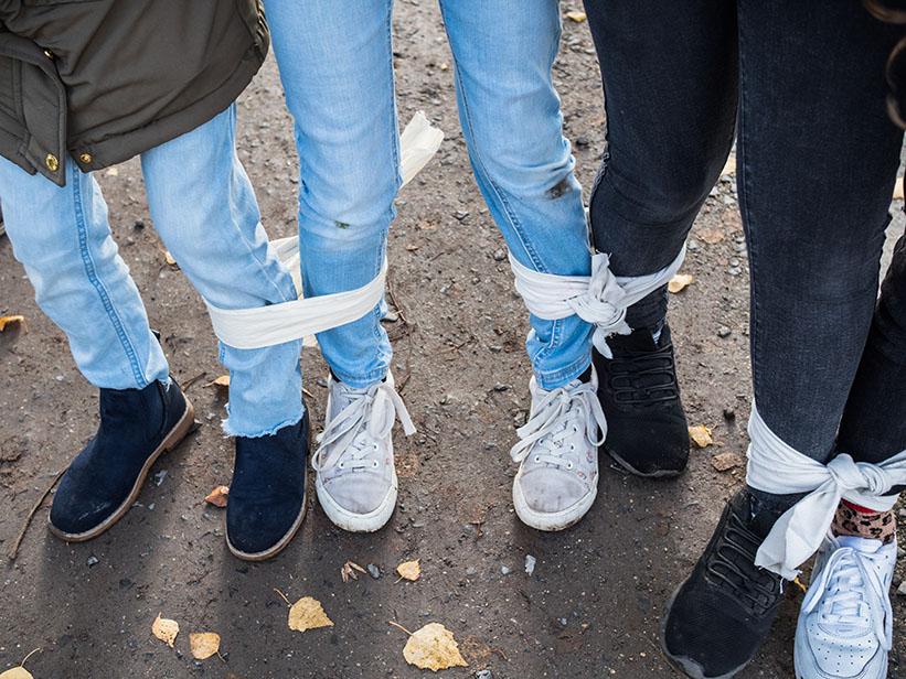 zusammengebunden Beine