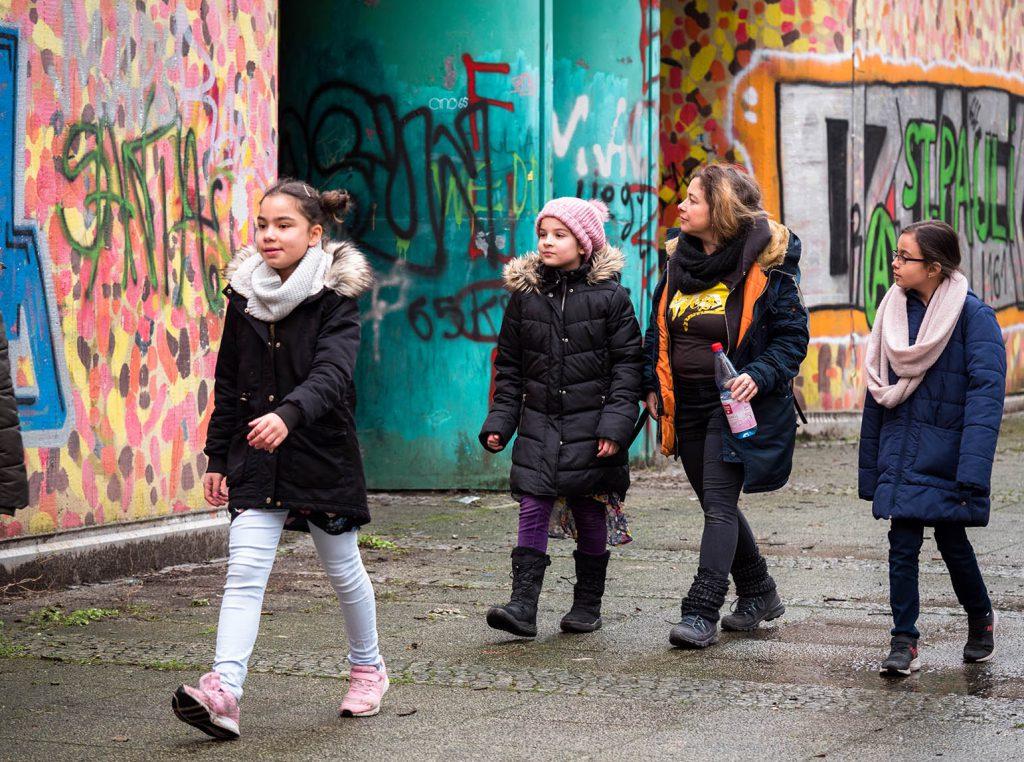 mit Kindern Graffiti angucken
