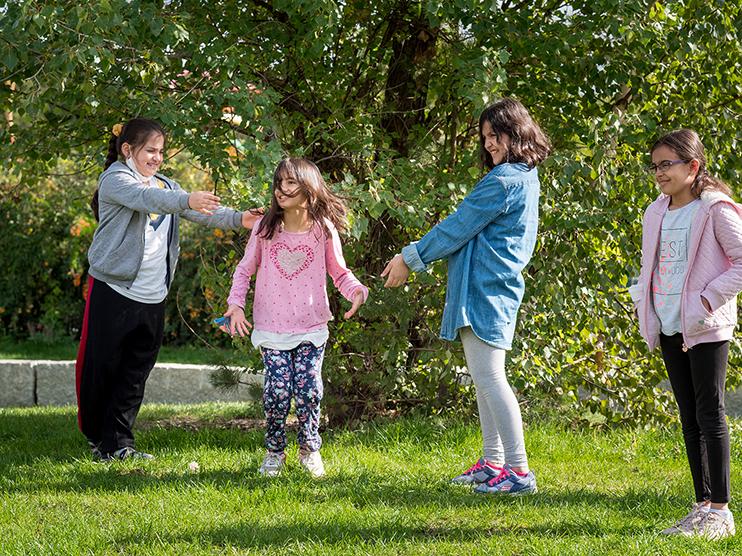 Bewegungsspiel mit Kindern